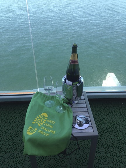 Green Bag Champagne Moment